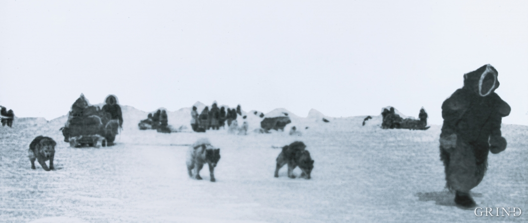 Arktiske fangstfolk på veg over isen