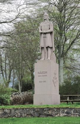 Skulptur av Håkon Adalsteinsfostre