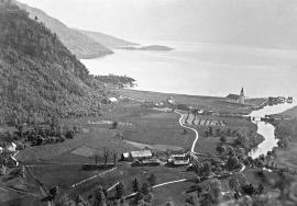 Strandebarm frå omlag 1900