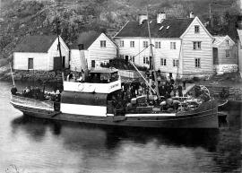 D/S «Seimstrand» at bay in Salhus around 1906