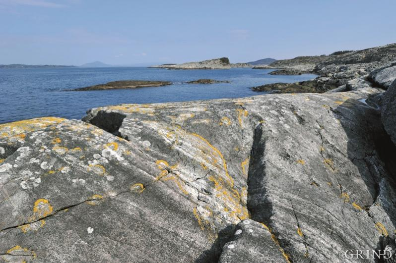 Layered gabbro penetrated by gabbro-pegmatite at Sveio.
