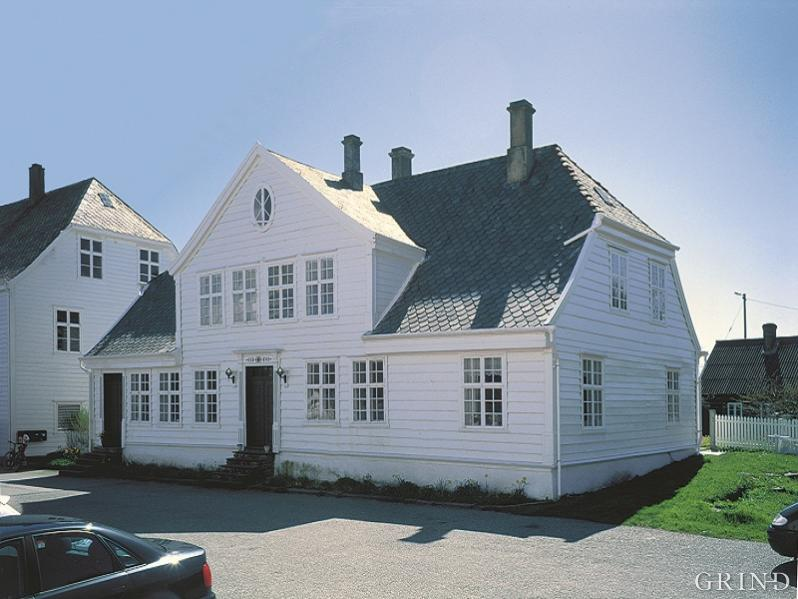 The oldest part of the main building at Glesvær is probably from the 17th century.