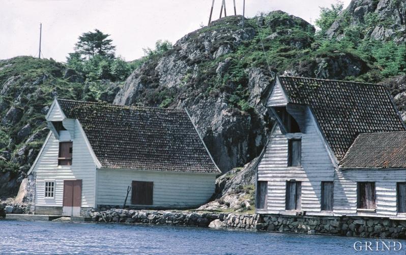 Dei store sjøhusa med vindeskur i gavlen er ein av dei mest karakteristiske bygningstypane i den vestnorske kystarkitekturen
