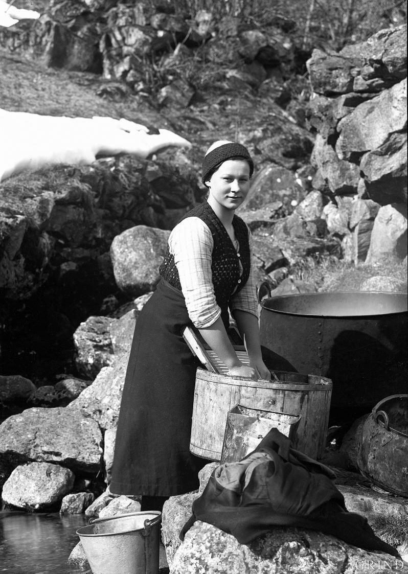 Det daglege hushaldsarbeidet i eldre tid var tungt
