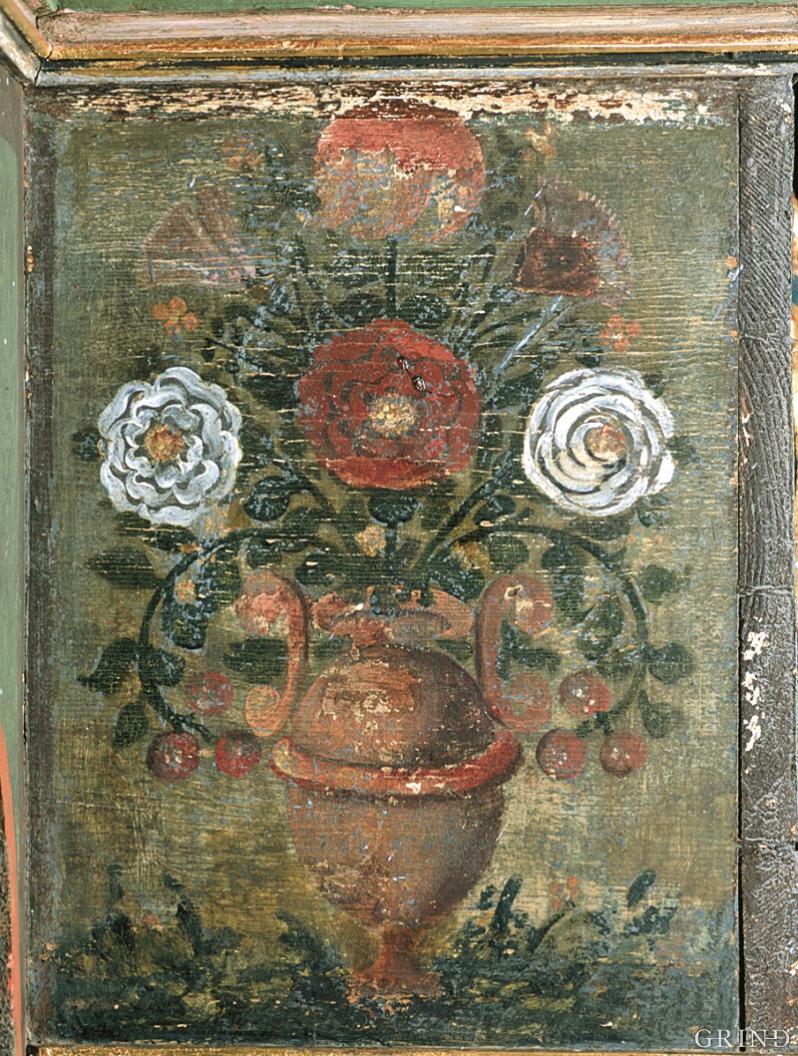 Blomeurne på predella (sokkelstykke) til altertavla i Hamre kyrkje
