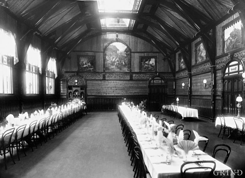 The imposing dining room in the second Hotel Hardanger