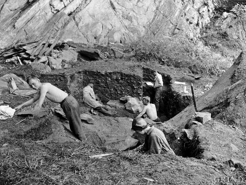Frå dei arkeologiske utgravingane i Skipshelleren sommaren 1931