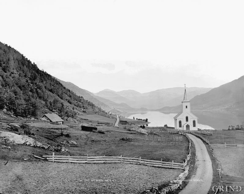 Den nygotiske 1800-tallskirken på Oppheim