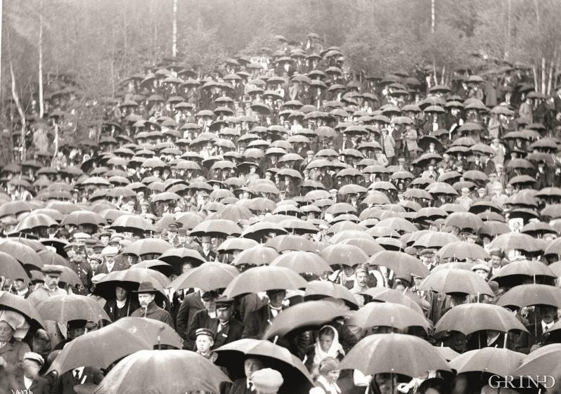 Paraplyen – ein nyttig reiskap for dei som lever under Atlanterhavets takrennenedløp