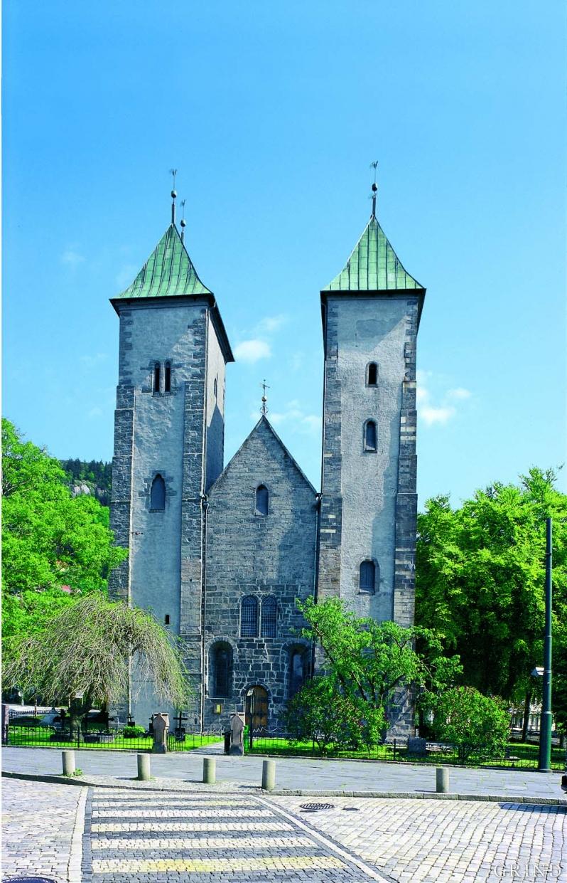 Mariakirken, den best bevarte middelalderkirken i Bergen. Det eldste murverket er fra midtre del av 1100-tallet, bygd med kleberstein fra Lykling på Bømlo.