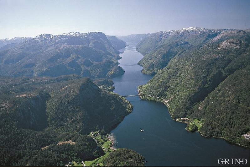 Veafjorden aust for Osterøy med utsyn sørover frå Kallestad.
